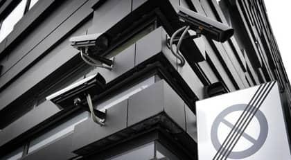BEVAKAD ÖVERALLT. Justitieminister Beatrice Ask propsar på fler kameror men frågan är om vårt liv blir mer tryggt och säkert för att alla gator och torg övervakas? Foto: Christer Wahlgren