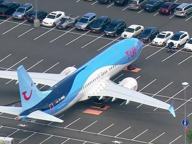 Parkeringskostnad: runt 20 000 kronor per månad, per flygplan.