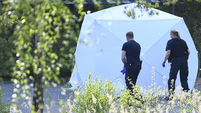 Polisen spärrade av ett område. Foto: Alex Ljungdahl
