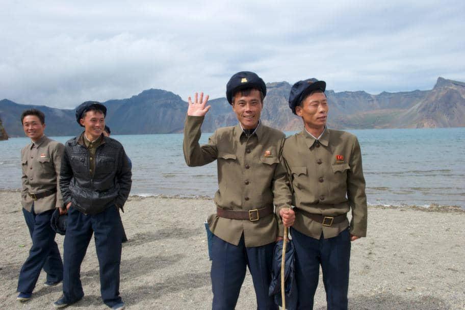 Fyra nordkoreanska spelare kan ha flytt