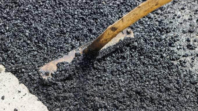 """""""Asfaltsläggarna"""" är numera oftare """"takläggare"""" eller andra typer av """"hantverkare"""". Foto: PREDRAG PAUNOVIC / MATEJ KASTELIC"""