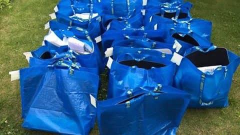 24 Ikea-påsar med täcken, kuddar, sängkläder, kastruller och liknande. Det kunde initiativtagarna köpa sedan privatpersoner skänkt pengar. Foto: Privat