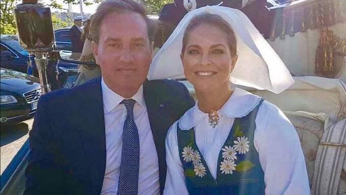 Prinsessan Madeleine och maken Chris O'Neill satt tätt intill varandra under firandet av Sveriges nationaldag. Foto: Prinsessan Madeleines Facebook