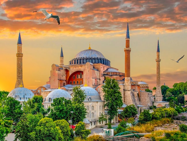 Haga Sophia är både ett av Istanbuls mest välkända landmärke och en av en av arkitekturhistoriens vackraste byggnader.