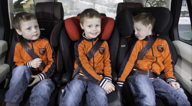ALLT OM BILAR har testat sex vanliga bilbarnstolar - tre bakåtvända och tre framåtvända. Vi har kört med flera olika barn i ett antal olika bilar för att skapa oss en uppfattning om hur stolarna fungerar i vardagen. Vi har inte utfört några säkerhetstester, de getingbetyg som vi satt speglar endast hur vi och barnen har trivts med att använda stolarna. BLÄDDRA VIDARE FÖR ATT SE BETYG OCH OMDÖMEN!