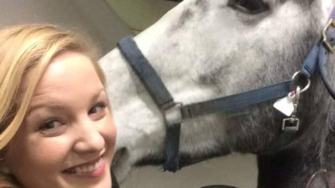 När Mia sökte hjälp för Spot fick hon reda på att en operation skulle kosta någonstans mellan 60 000 och 150 000 norska kronor. Foto: Privat