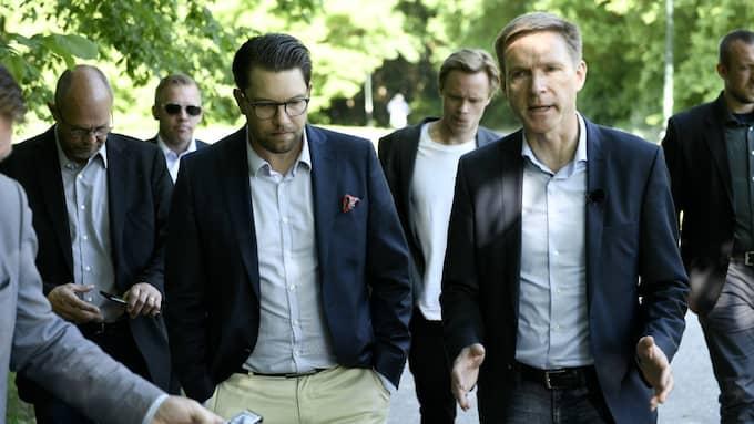Sverigedemokraternas partiledare Jimmie Åkesson och Danske Folkepartis partiledare Kristian Thulesen Dahl i Rosengård. Foto: Fritz Schibli
