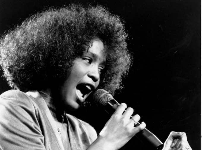1986. Whitney Houstons genombrott kom 1985-86 med debutplattan Whitney Houston. Här framträder hon på en välgörenhetskonsert i Boston Garden. Foto: Elise Amendola/AP