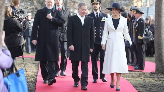 När kronprinsessan Victoria hedrade de svenska Finlandsfrivilliga i Vinterkriget kom hon i en exklusiv utstyrsel som passade ett vårigt Stockholm väl. Foto: Sören Andersson/Tt / TT NYHETSBYRÅN