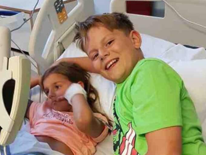 11-årige Aaron såg att Amy hade en utväxt på halsen. Foto: GoFundMe