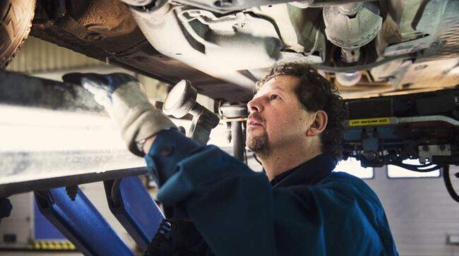 Morgan Isacsson har lång erfarenhet av bilbesiktning.