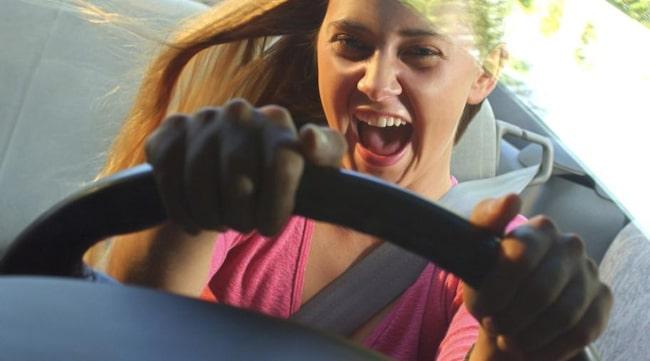 TROR VI ÄR BÄTTRE. Både män och kvinnor tycker att de är bättre bilförare än andra.
