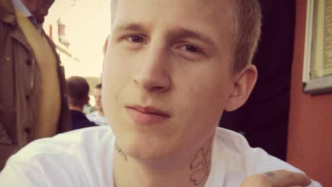 Småbarnspappan Gabriel Holmdahl, 20, var försvunnen i drygt en månad innan han hittades mördad i en skogsdunge i ett industriområde i Lidköping.