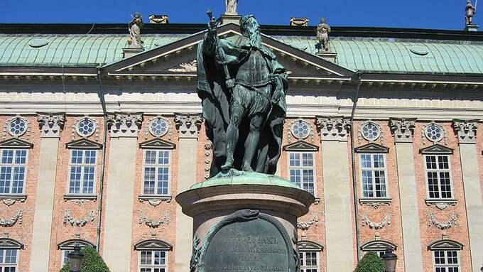 Gustav Vasa står staty utanför Riddarhuset i Stockholm. Foto: WIKIPEDIA