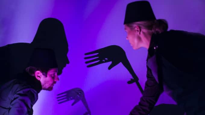 Spelartrion Bexell/Ulfvebrand/Segrell bär upp pjäsen. Foto: Sigun Stenqvist