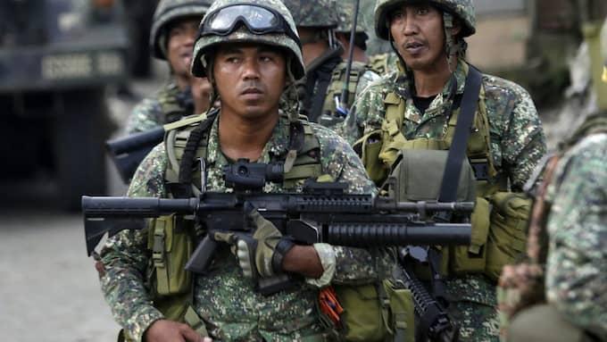 På gatorna på ön syns tungt beväpnade soldater överallt. Foto: FRANCIS R. MALASIG / EPA / TT