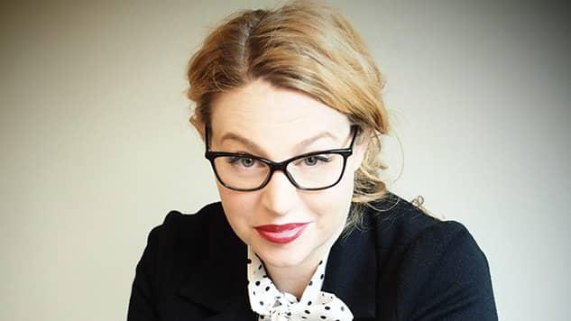 VÅLDSUTTOLKARE. Isobel Hadley-Kamptz är som mest intressant när hon resonerar om massan respektive individen. Foto: SEVERUS TENENBAUM