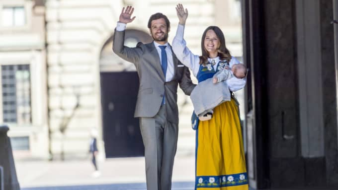 När prinsessan Sofia och prins Carl Philip fick hedersuppdraget av kungen att öppna Slottet på nationaldagen tog de med sig prins Alexander på hans första officiella uppdrag. Foto: Pelle T Nilsson/Stella Pictures / STELLA PICTURES PELLE T NILSOON
