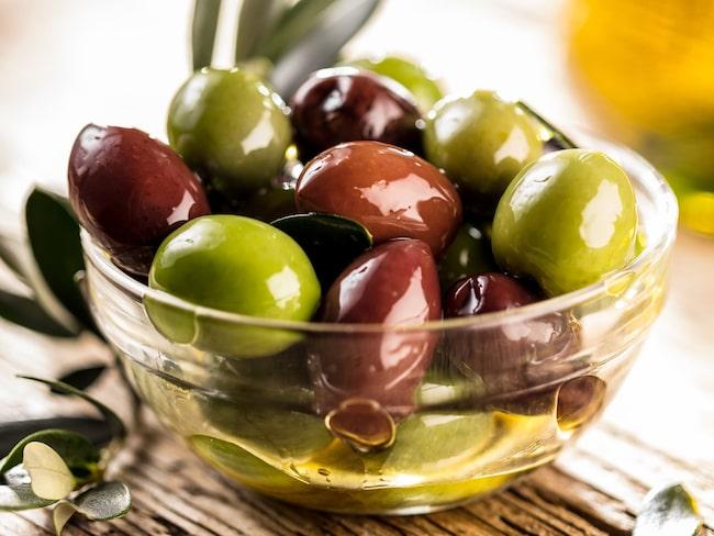 Vilka oliver är egentligen nyttigast? Dietisten Sofia Antonsson svarar.
