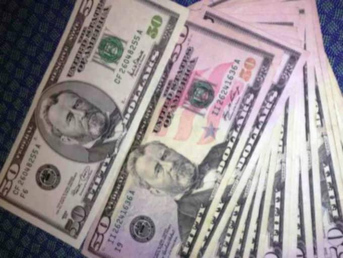 Några av de beslagtagna pengarna som ligan kommit över. 788 736 kronor togs ut från svenska bankkonton - från bankomater i New York.