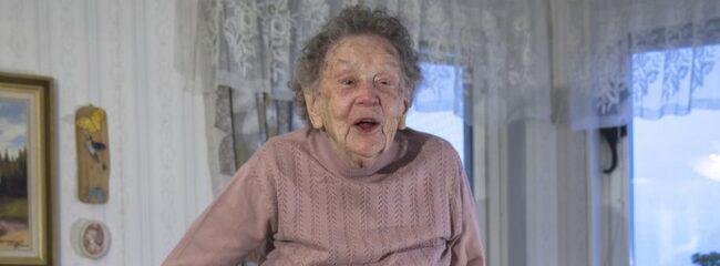 Alice Östlund har i dagarna fyllt 106 och har mycket riktigt följt majoriteten av råden.