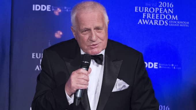 Tjeckiens förre president Václav Klaus, 75, tog emot pris – och kritiserade mänskliga rättigheter. Talet möttes av stående ovationer av alla på plats. Foto: Sven Lindwall