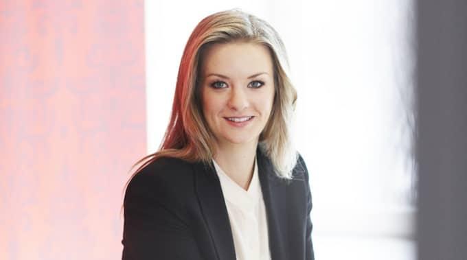 Maria Landeborn, sparekonom på Skandia uppmanar småsparare att ha långsiktighet i sitt aktiesparande. Foto: Pressbild