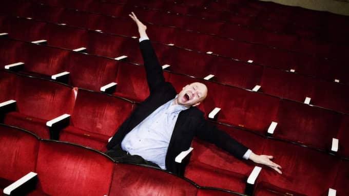 """Lasse Kronér är Årets Göteborgare 2013. GT träffar honom på Lorensbergsteatern där han just nu spelar i succéföreställningen """"Familjen Addams"""". Kronér är väldigt hedrad över utmärkelsen """"Att hamna på den här listan, och det här sällskapet, är ju helt sinnessjukt"""", säger han. Foto: Anna Svanberg"""