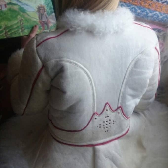 ...och så här ser jackan ut i ryggen. Foto: PRIVAT