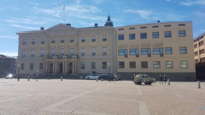 Stadshuset i Göteborg ska hålla längre än bara så långt de rödgrönas näsor räcker. Trovärdigheten för demokratiska principer är på spel. Foto: CSABA BENE PERLENBERG