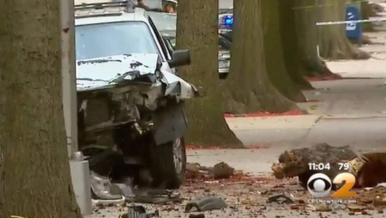 Tva barn skadade i krock skoter bil