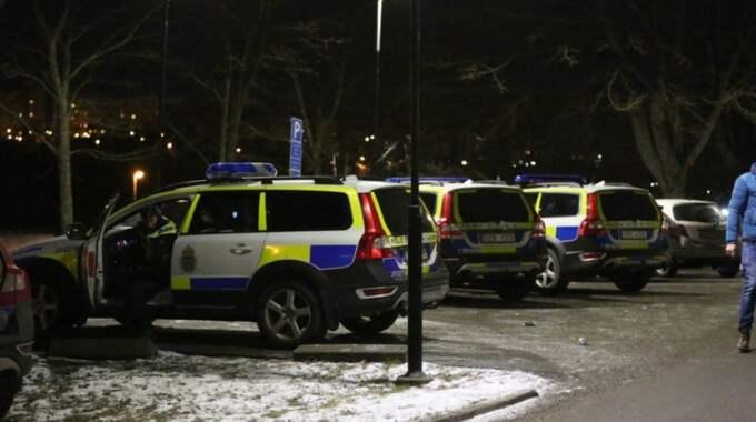 Vid 21.30-tiden fick polisen sitt första larm om en kraftig explosion i Fittja. Foto: Stefan Johansson Sthlm Ab