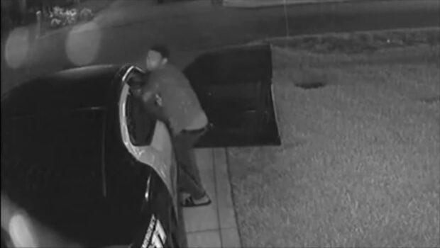 Sanslöse tjuven fångas på film när han länsar polisbil