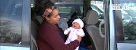 Mamman ammade i bilen – blev nästan bortbärgad