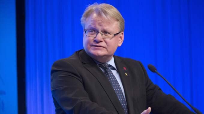"""""""Det här är en provokativ signalpolitik"""", säger försvarsminister Peter Hultqvist. Foto: Sven Lindwall"""