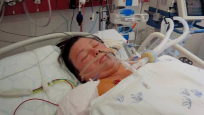 Sandra Andersson låg i respirator och familjen fick höra att de skulle ta avsked av Sandra som svävade mellan liv och död. Foto: Privat