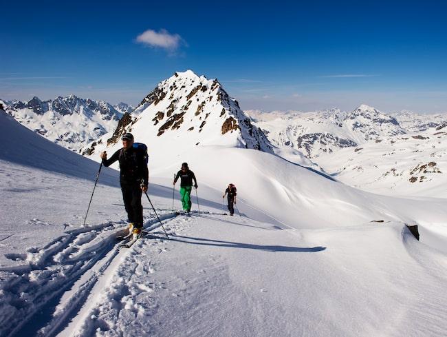 Stighudar under skidorna är populärt bland dagens skidåkare men långtifrån något nytt påfund.