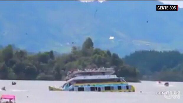 Turistbåt har sjunkit i Colombia – 150 ombord