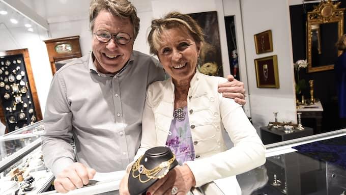 Jan Ribbhagen är en av experterna på plats på antikmässan. I april visade han upp smycken tillsammans med Ylva Östhall på Antikmässan i Brösarp. Foto: JENS CHRISTIAN / EXPRESSEN/KVÄLLSPOSTEN