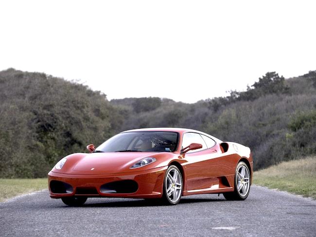 Ferrari är det bilmärke som imponerar mest på grannen.