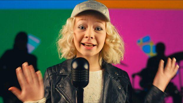 """Kolla in musikvideon """"Rocka sockorna"""""""