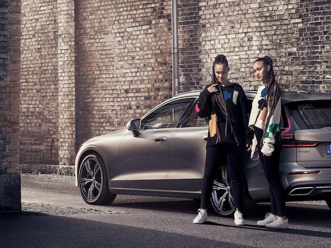 Precis som tvillingsystrarna Elizabeth och Victoria Lejonhjärta, kända modeller och bloggare.