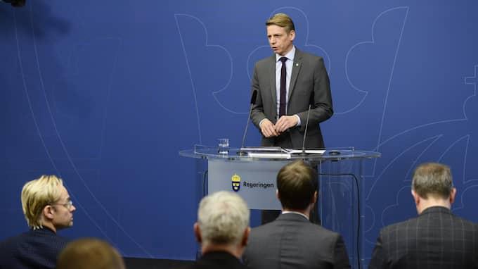 Per Bolund på pressträffen i dag. Foto: HOSSEIN SALMANZADEH/TT / TT NYHETSBYRÅN