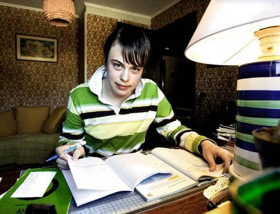 Pelle Rossow är överkänslig mot strålning och har fått jobba hemma från skolan i två månader. Han är nu tillbaka i skolan, men att stänga av eller ta bort mobilerna i hans närhet är inte självklart. Foto: Kühnel Thomas