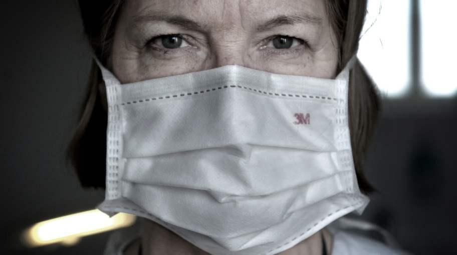 """TUFFT JOBB. Lotti Helström, överläkare på aktumottagningen för våldtagna kvinnor på Södersjukhuset i Stockholm, berättar om hur hon möter sina utsatta patienter. """"Allt som sker här är frivilligt"""", säger hon. Foto: Robban Andersson"""
