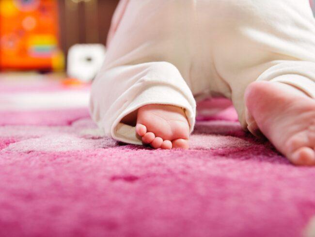 Vill du minska på gifter i hemmet är ullmattor bra eftersom de mer sällan behandlats med flamskyddsmedel. Kolla även under mattan, naturmaterial är bättre än plast.