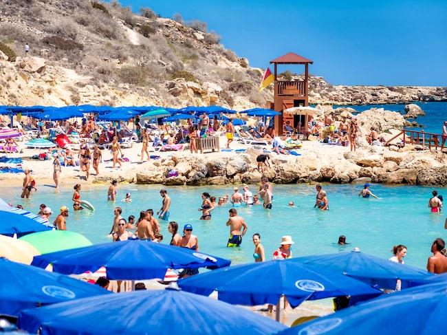 Ayia Napa på Cypern är en populär destination för sol och bad – och fest, vilket nu blivit ett problem.