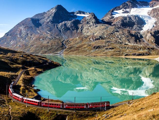 Glacier Express tar dig på en resa genom magiska landskap.