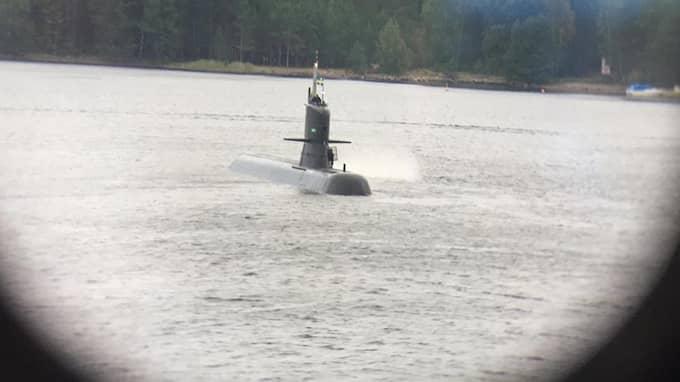 En ubåt dök plötsligt upp i Stockholms skärgård. Foto: LÄSARBILD