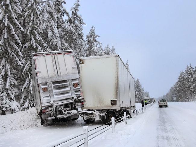Inte en ovanlig syn på E4 vid Tönnebro – olyckor och långa bilköer.